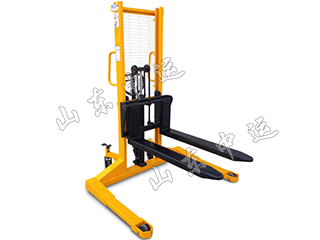 Wide Leg Manual Hydraulic Stacker