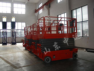 Self-Propelled Scissor Lift
