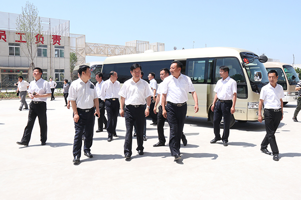Warmly Welcome Weishan Country Party Secretary Zhang Maoru and Other Entourages to Visit China Transport Group
