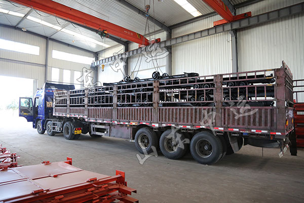 China Transport Mining Flatbed Truck Sent To Shaanxi